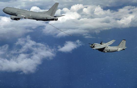I caccia nei cieli di Corio Canavese stavano inseguendo un drone
