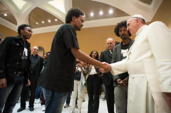 Papa Francesco riceve i migranti di Lampedusa