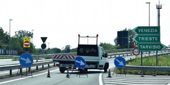 Autostrada chiusa: incidente fra 4 mezzi pesanti e due auto