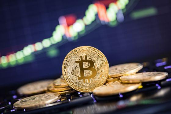 Hacker attaccano l'Asia, bitcoin crolla sotto i 6mila dollari
