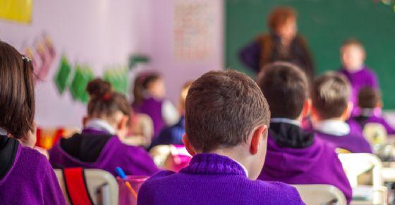 Pizzicotti e maltrattamenti ai bimbi delle elementari (© Shutterstock.com)