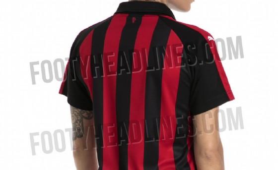 Il retro della prima maglia rossonera