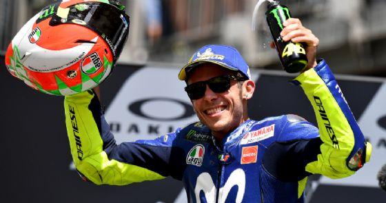 Valentino Rossi sul podio dell'ultimo GP d'Italia di MotoGP al Mugello