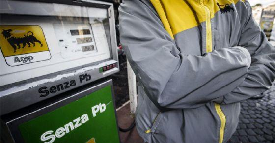 Torino, sciopero benzinai martedì 26 giugno: 24 ore di stop totale (© ANSA)