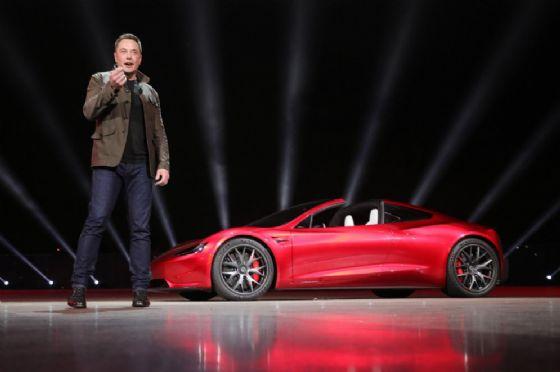 Tesla, Elon Must taglia oltre 3mila lavoratori: è il 9% della forza lavoro