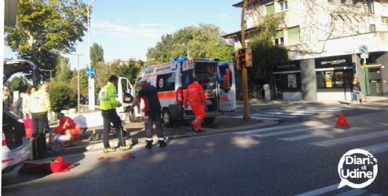 Auto centra una bici: ferita una 59enne