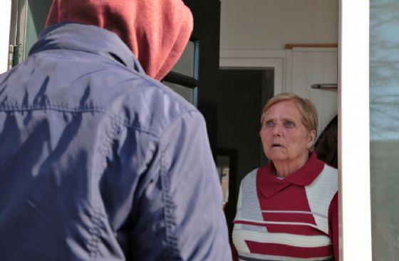 Finto tecnico del gas deruba una donna (© Shutterstock.com)