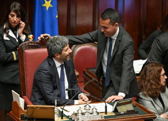 Il presidente della Camera Roberto Fico e il ministro del Lavoro Luigi Di Maio