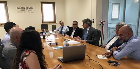Sergio Bini (Assessore regionale Attività produttive) nel corso della visita al cluster Arredo Sistema Casa