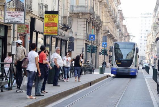 Centro città chiuso per sostituire i binari del tram