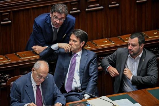 Il ministro degli Affari europei Paolo Savona con Giancarlo Giorgetti, Giuseppe Conte e Matteo Salvini