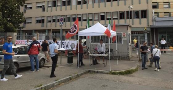 Blitz di CasaPound contro i parcheggiatori abusivi al San Giovanni Bosco