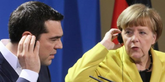 Il premier greco Alexis Tsipras con la cancelliera tedesca Angela Merkel