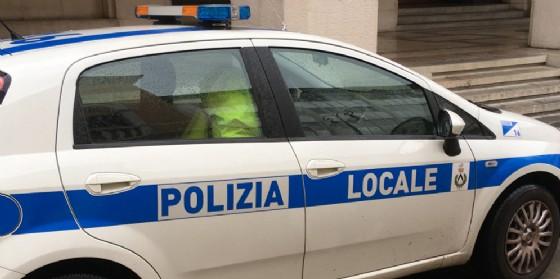 Udine: tampona un mezzo e poi scappa