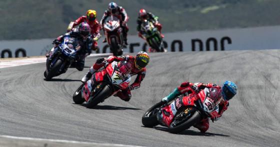 Le due Ducati di Marco Melandri e Chaz Davies in pista nel Mondiale Superbike