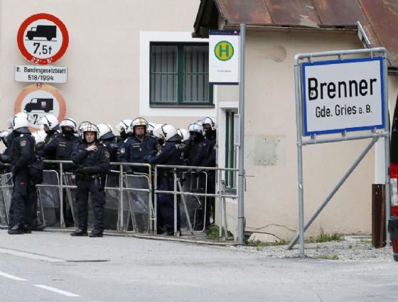 Polizia austriaca al Brennero