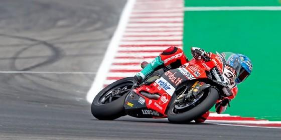 Marco Melandri in sella alla Ducati nelle prove libere della Superbike a Misano