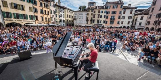Concerto del risveglio, Locatelli incanta davanti a più di 2.000 persone