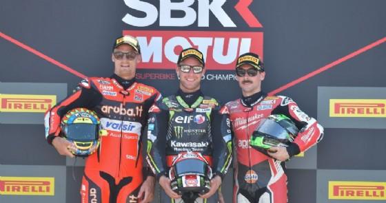 Il podio di gara-1 della Superbike a Misano: Jonahan Rea, Chaz Davies ed Eugene Laverty