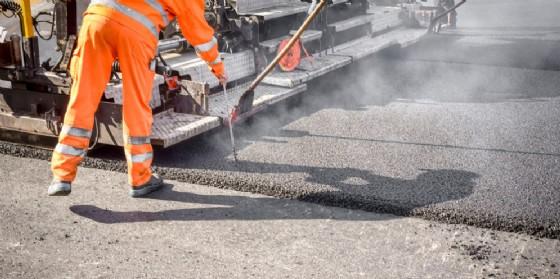 Al via i lavori di pavimentazione stradale in via Commerciale