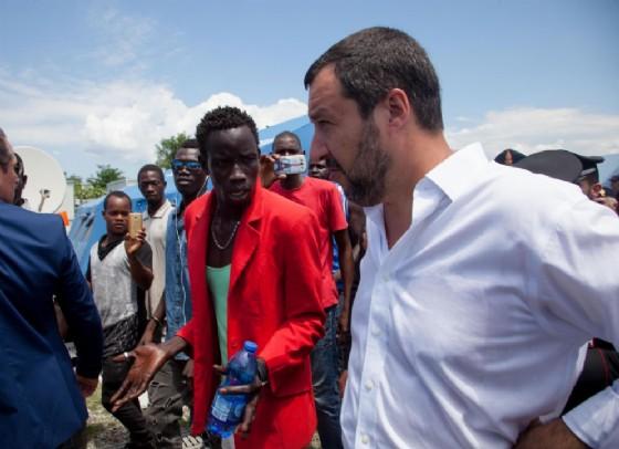 Migranti, autorizzato lo sbarco di 450 persone a Pozzallo