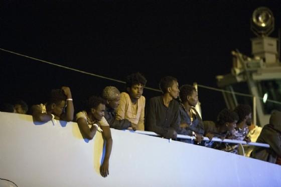 Migranti sulla nave Protector di Frontex. Pozzallo, 16 luglio 2018