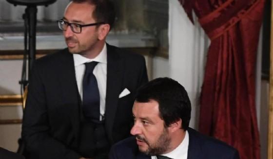 Il ministro della Giustizia Alfonso Bonafede e il ministro dell'Interno Matteo Salvini durante il giuramento del Governo al Quirinale