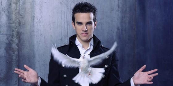 Luca Bono è 'L'illusionista': al Giovanni da Udine per un irresistibile show a colpi di magia
