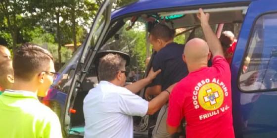 Cnsas di Maniago e l'Elifriula in volo: un momento di felicità per un gruppo di portatori di handicap