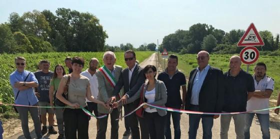 Fabio Scoccimarro, assessore regionale all'Ambiente ed Energia e il sindaco di Staranzano Riccardo Marchesan, durante l'inaugurazione della strada golenale di accesso alla Riserva naturale regionale dell'Isola della Cona