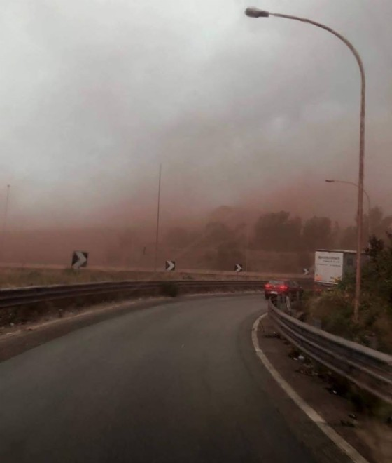 La nube rossa invade Taranto