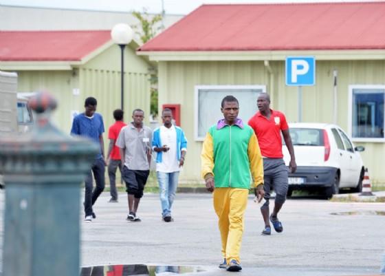 Migranti presso il centro di accoglienza di Settimo Torinese