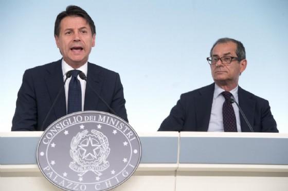 Giuseppe Conte e il ministro Giovanni Tria durante la conferenza stampa sul decreto legge Milleproroghe