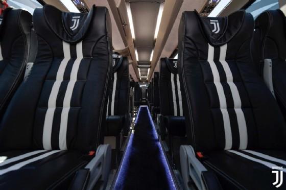 Gli interni del nuovo pullman della Juventus