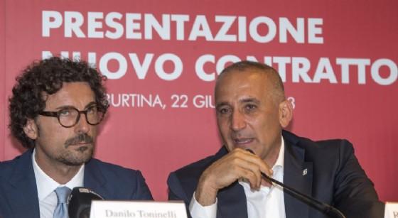Il ministro delle Infrastrutture e dei Trasporti, Danilo Toninelli e l'ex amministratore delegato di Ferrovie dello Stato, Renato Mazzoncini