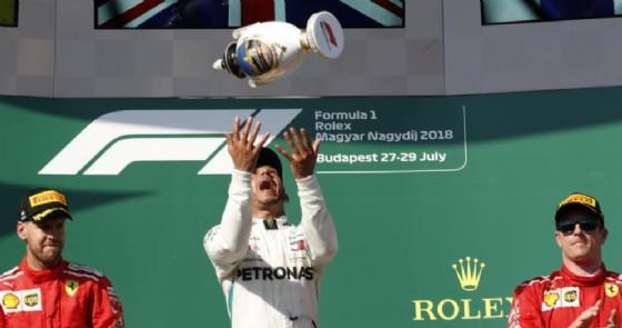 Il podio del GP di Ungheria 2018: Vettel (2°), Hamilton (1°) e Raikkonen (3°)