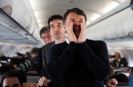 Renzi e  Martina in volo verso Bruxelles. 28 aprile 2017
