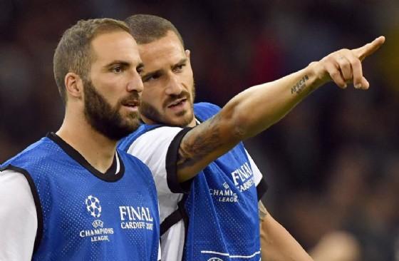 Milan, è fatta per il Pipita: ok anche lo scambio Bonucci-Caldara