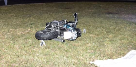 Esce di strada con la moto e muore a 35 anni