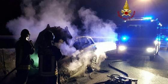 Sacile, auto si incendia improvvisamente in A28