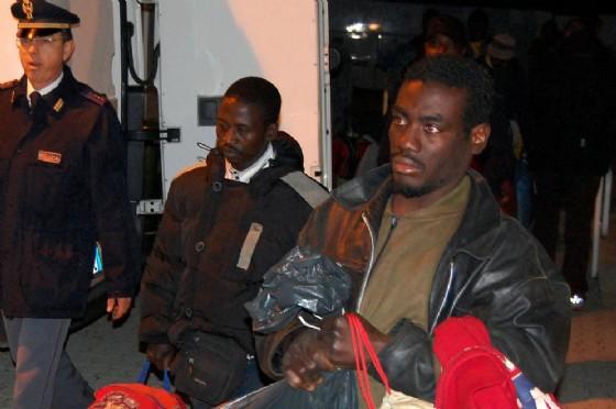 L'arrivo dei migranti al Centro di accoglienza di Bari-Palese in un'immagine d'archivio