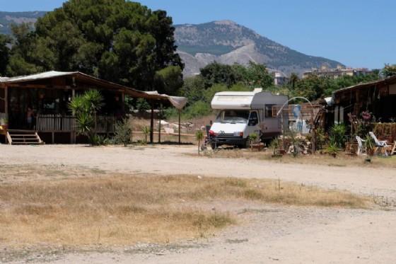 Una veduta del campo rom della Favorita a Palermo
