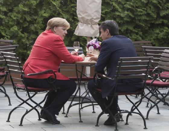 Migranti, vertice Germania-Spagna. Merkel: