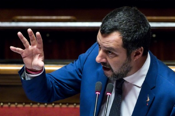 Ruba la pensione appena ritirata ad un'anziana ipovedente. Salvini: