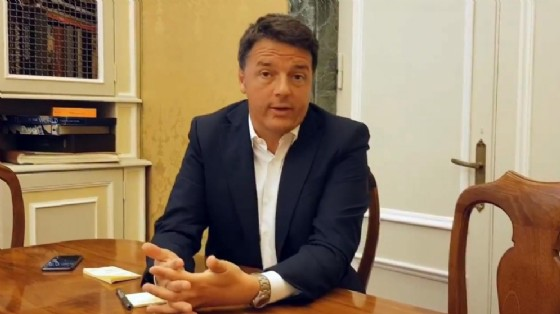 Matteo Renzi in un fermo immagine del video pubblicato sul suo profilo Facebook