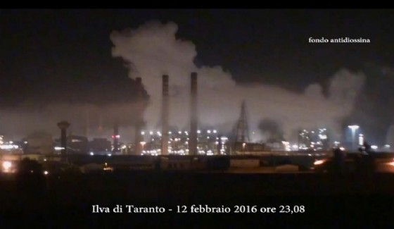 I fumi notturni dell'Ilva di Taranto