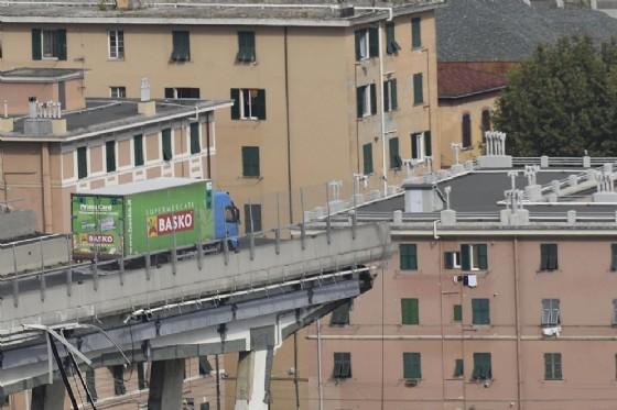 Tragedia di Genova, sei piemontesi tra le vittime del crollo del ponte: il dramma di due famiglie