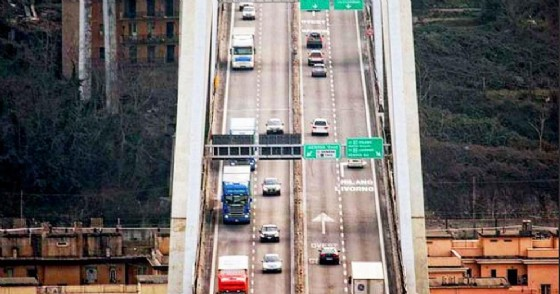 Il viadotto Morandi a Genova in una immagine di archivio