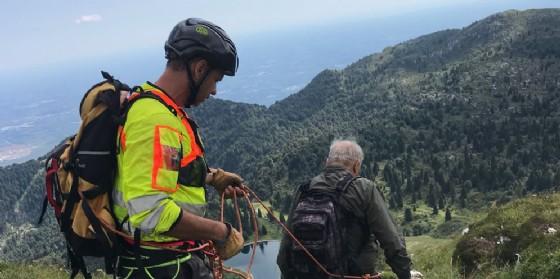 Scivola durante la discesa dal monte Tremol: donna soccorsa dall'elicottero