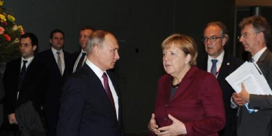 Putin lascia nozze Kneissl per Berlino